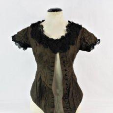 Antigüedades: REF. E - CAMISA CHAMBRA DE DAMA. SEDA Y ENCAJE. CA 1890. SILK AND LACE BLOUSE FOR LADY. Lote 244487055