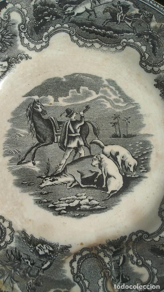 Antigüedades: PLATOS ANTIGUOS DE CERAMICA DE CARTAGENA MOTIVOS DE CAZA DE 20 CMS. DIAMETRO UNO LAÑADO - Foto 2 - 244496160