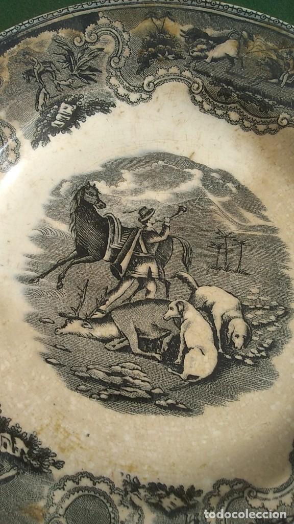 Antigüedades: PLATOS ANTIGUOS DE CERAMICA DE CARTAGENA MOTIVOS DE CAZA DE 20 CMS. DIAMETRO UNO LAÑADO - Foto 3 - 244496160