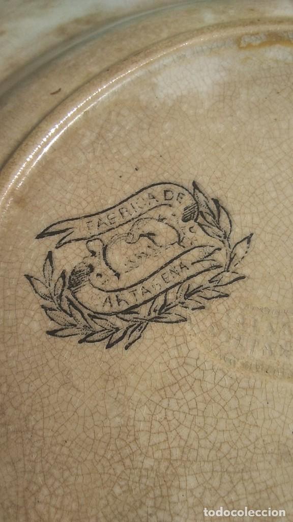 Antigüedades: PLATOS ANTIGUOS DE CERAMICA DE CARTAGENA MOTIVOS DE CAZA DE 20 CMS. DIAMETRO UNO LAÑADO - Foto 6 - 244496160