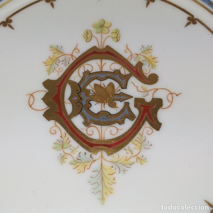 Antigüedades: PLATO ESMALTADO. CON ANAGRAMA DEL CONDE GÜELL. ESPAÑA. FINALES SIGLO XIX - Foto 3 - 244496735