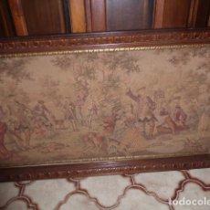Antigüedades: ANTIGUO TAPIZ DE COLGAR ENMARCADO. Lote 244498765