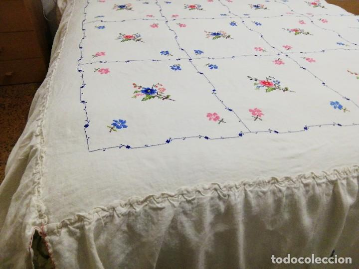 Antigüedades: *COLCHA BORDADO LAGARTERA. CAMA DE 1,50M.(Rf:V-3/e) - Foto 2 - 244509350