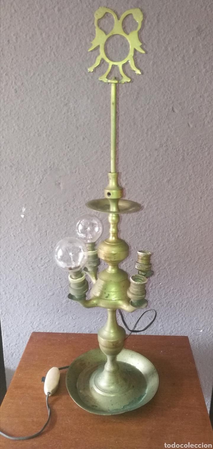 ANTIGUO CANDIL RECONVERTIDO EN LÁMPARA - DESCONOZCO SI LE FALTA ALGO , SÍ FUNCIONA (Antigüedades - Iluminación - Lámparas Antiguas)