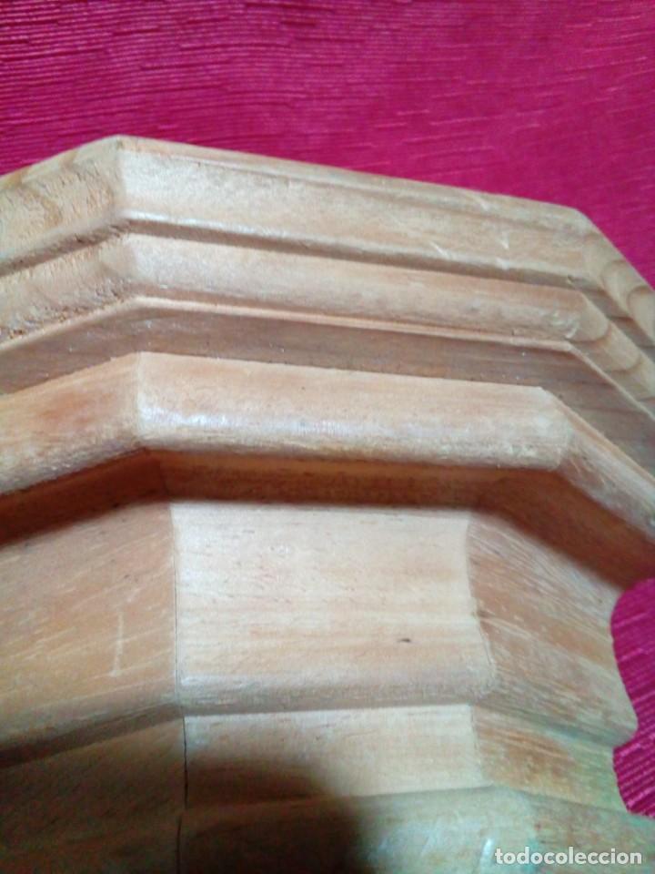 Antigüedades: MENSULA DE MADERA Y RESINA - Foto 4 - 244541700