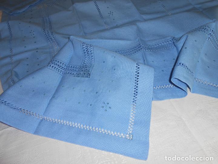 Antigüedades: Manteleria con 6 servilletas.Bordado a mano,dibujo mil bodoques .Azul claro 100 x 150 cm.Nuevo - Foto 4 - 244549065