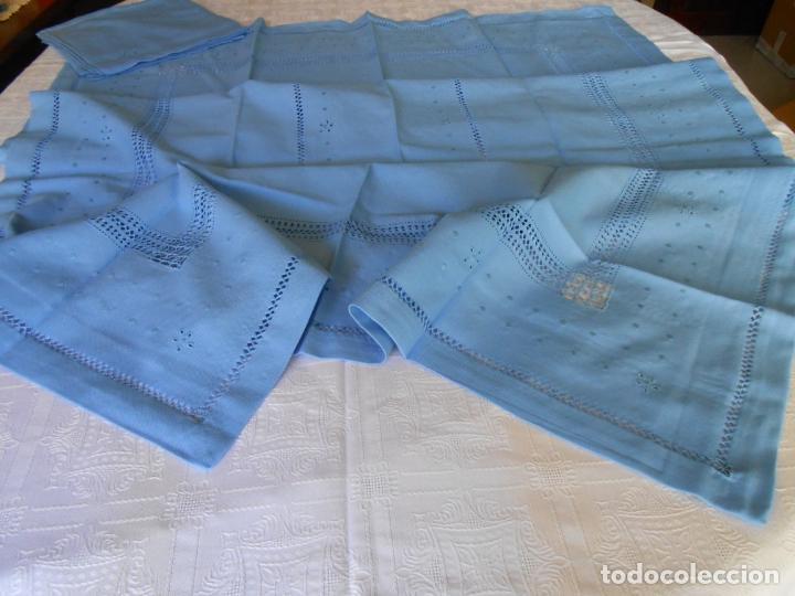 Antigüedades: Manteleria con 6 servilletas.Bordado a mano,dibujo mil bodoques .Azul claro 100 x 150 cm.Nuevo - Foto 6 - 244549065