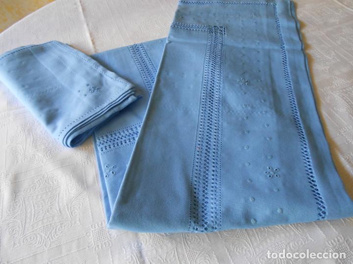 Antigüedades: Manteleria con 6 servilletas.Bordado a mano,dibujo mil bodoques .Azul claro 100 x 150 cm.Nuevo - Foto 12 - 244549065