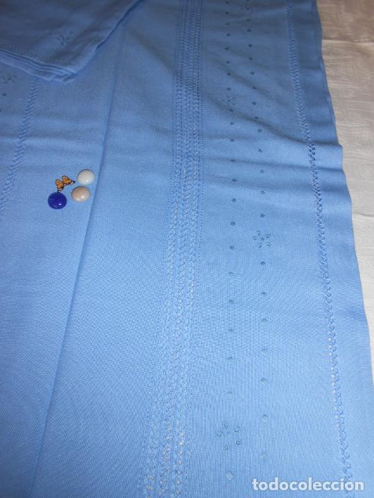 Antigüedades: Manteleria con 6 servilletas.Bordado a mano,dibujo mil bodoques .Azul claro 100 x 150 cm.Nuevo - Foto 14 - 244549065