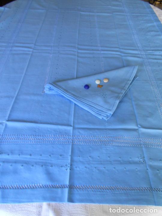 Antigüedades: Manteleria con 6 servilletas.Bordado a mano,dibujo mil bodoques .Azul claro 100 x 150 cm.Nuevo - Foto 15 - 244549065