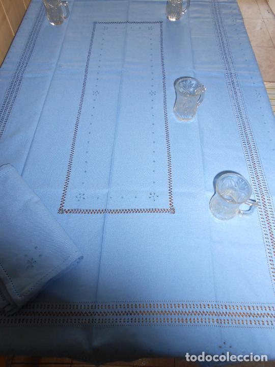 Antigüedades: Manteleria con 6 servilletas.Bordado a mano,dibujo mil bodoques .Azul claro 100 x 150 cm.Nuevo - Foto 16 - 244549065