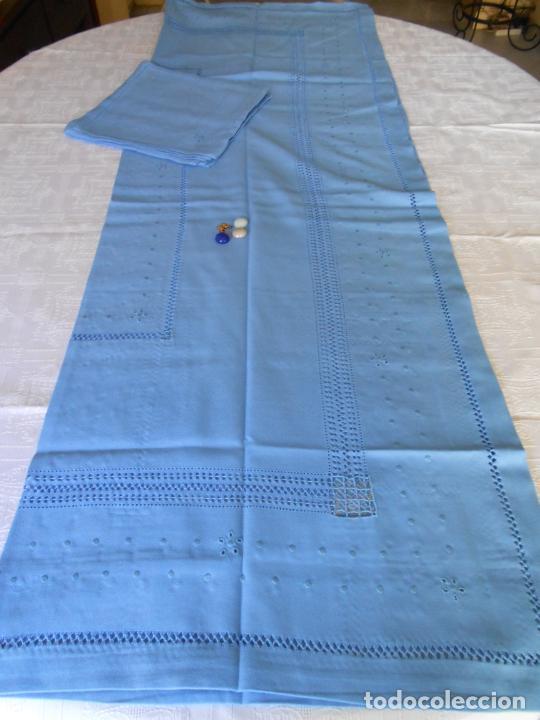 Antigüedades: Manteleria con 6 servilletas.Bordado a mano,dibujo mil bodoques .Azul claro 100 x 150 cm.Nuevo - Foto 17 - 244549065