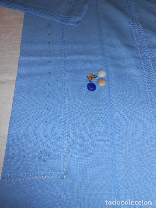 Antigüedades: Manteleria con 6 servilletas.Bordado a mano,dibujo mil bodoques .Azul claro 100 x 150 cm.Nuevo - Foto 21 - 244549065