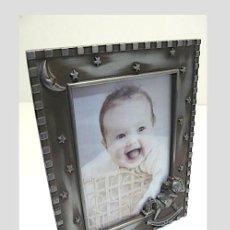 Antigüedades: PORTAFOTOS INFANTIL EN METAL. Lote 244560405