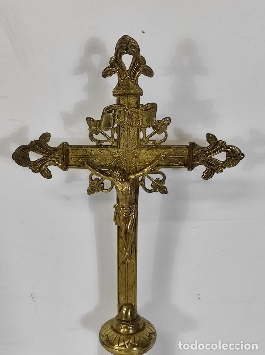 Antigüedades: Antiguo Crucifijo de Sobremesa Neogótico - Cristo a la Cruz - Bronce Cincelado - Finales XIX - Foto 13 - 244578790