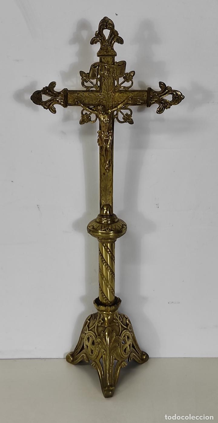 Antigüedades: Antiguo Crucifijo de Sobremesa Neogótico - Cristo a la Cruz - Bronce Cincelado - Finales XIX - Foto 14 - 244578790