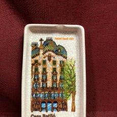 Antigüedades: BANDEJA CASA BATLLO BARCELONA GAUDÍ. Lote 244615635