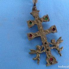 Antigüedades: CRUZ DE CARAVACA DE BRONCE. Lote 244628810