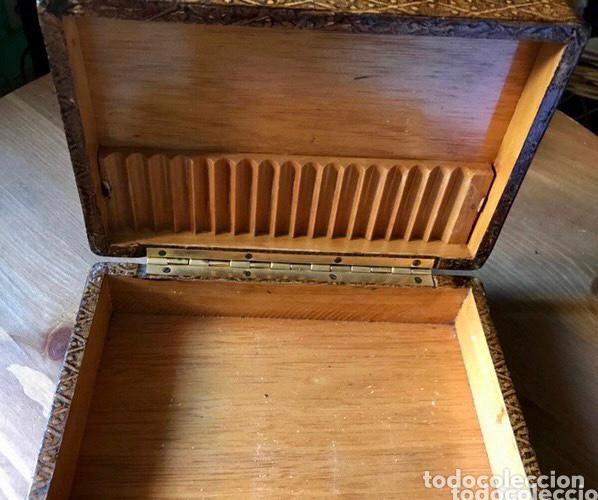 Antigüedades: Tabaquera de madera forrada con cuero repujado, años 60/70 - Foto 3 - 100357911