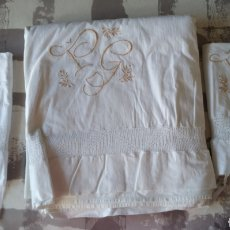 Antigüedades: ANTIGUAS SÁBANAS DE LINO CON GANCHILLO Y BORDADOS. 2 FUNDAS DE ALMOHADA.. Lote 244672015