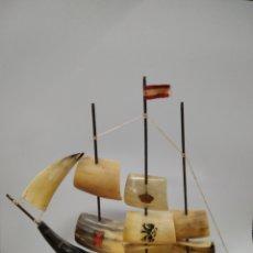 Antigüedades: BARCO ANTIGUO DECORACIÓN RESINA. Lote 244679905