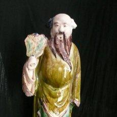 Antigüedades: MUY ANTIGUA FIGURA DE CHINO DE 40 CENTÍMETROS EN TERRACOTA ESMALTADA POLICROMADA. A RESTAURAR.. Lote 244684375