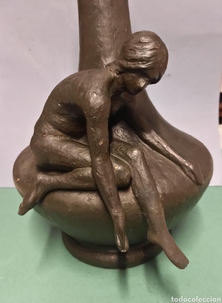 ARTE CERÁMICO JARRÓN ESCULTURA ART NOUVEAU MUJER DESNUDA SENTADA TERRACOTA PATINADA 46 CM Y +7 KILOS (Antigüedades - Porcelanas y Cerámicas - Otras)