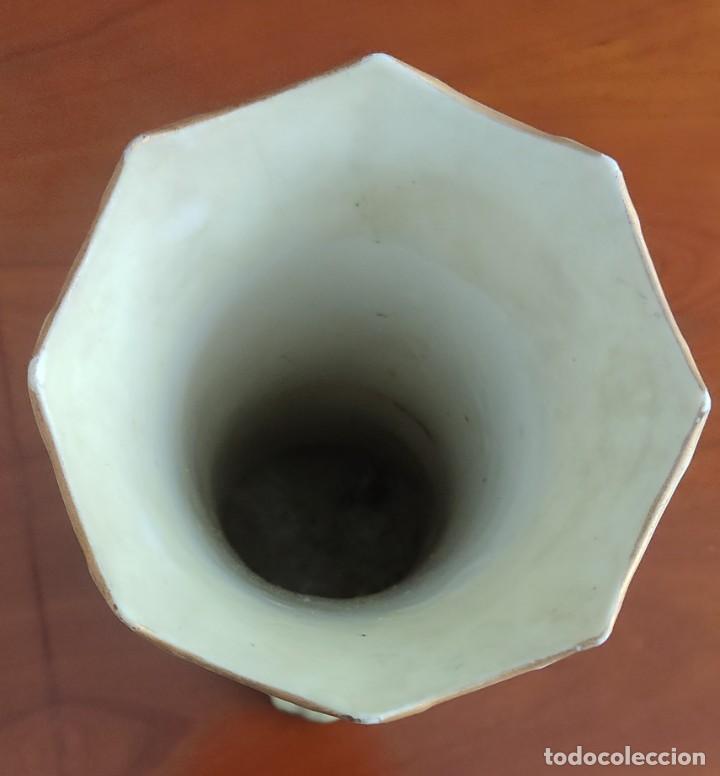 Antigüedades: JARRÓN FLORERO MODERNISTA ORIGINAL DE ÉPOCA ALTURA 36 CM CON MOTIVO FLORAL EN RELIEVE - Foto 8 - 244709315