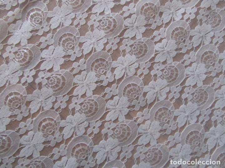 Antigüedades: Tela de encaje, pieza de 306 x 290 centímetros - Foto 2 - 244732850