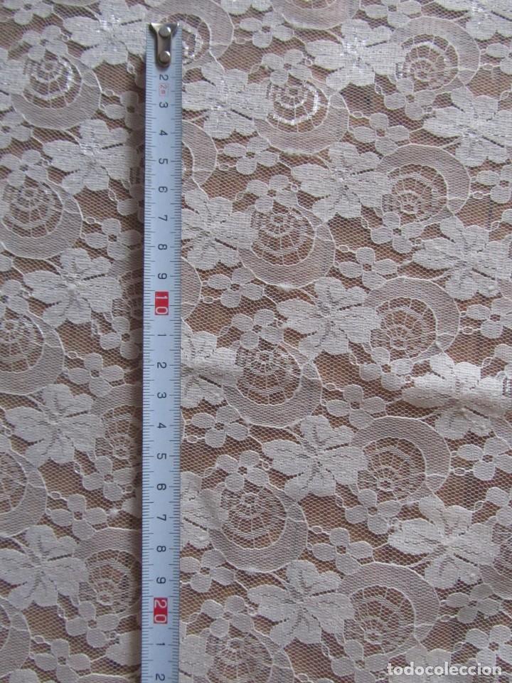 Antigüedades: Tela de encaje, pieza de 306 x 290 centímetros - Foto 3 - 244732850