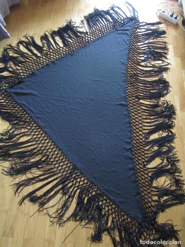 Antigüedades: Manton de manila triangular negro, sin bordados - Foto 4 - 244733535