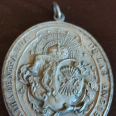 Antigüedades: MEDALLA DE COFRADÍA CON YUGO Y FLECHAS. Lote 244736990