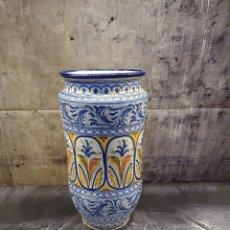 Antigüedades: PARAGUERO BASTONERO CERAMICA DEL PUENTE FIRMADA. Lote 244744120