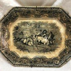 Antigüedades: BANDEJA DE ALCORA ALGUN DEFECTO RESEÑADO EN FOTOS. Lote 244748150