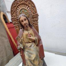 Antigüedades: FIGURA DE SAGRADO CORAZÓN DE YESO PINTADO, MUY ANTIGUA HUECA, CON CAJÓN PARA ESCONDER COSAS, YA HAY. Lote 244762950