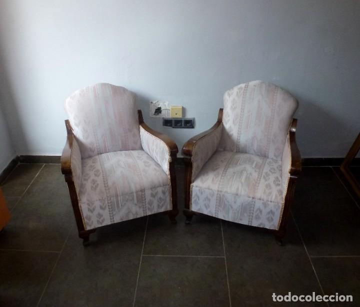 PAREJA DE BUTACAS DESCALZADORAS-ALGUNOS PUNTOS DE CARCOMA. (Antigüedades - Muebles Antiguos - Sillones Antiguos)