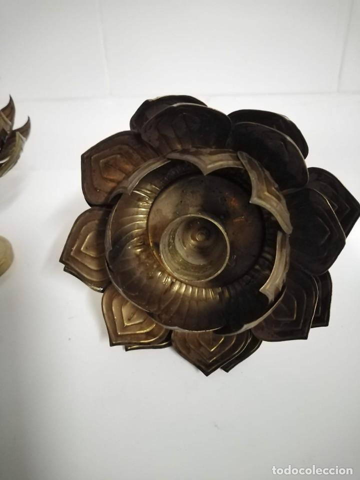 Antigüedades: Candelabros pareja portavelas en forma de flor antiguos - Foto 2 - 244814150