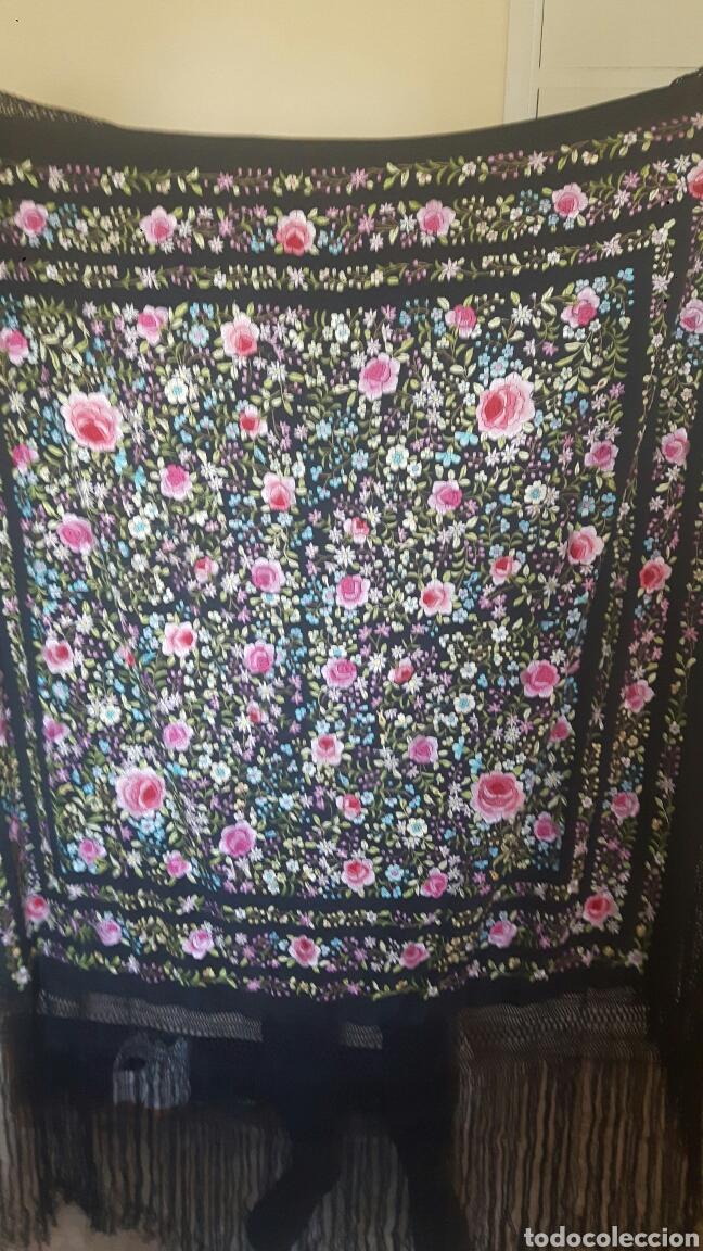 Antigüedades: Manton de manila sevillano seda natural bordado a mano tamaño grande - Foto 5 - 224464415