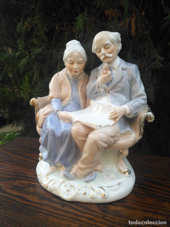 Antigüedades: Figura de porcelana Viejo París. Pareja de abuelos. - Foto 2 - 244833085