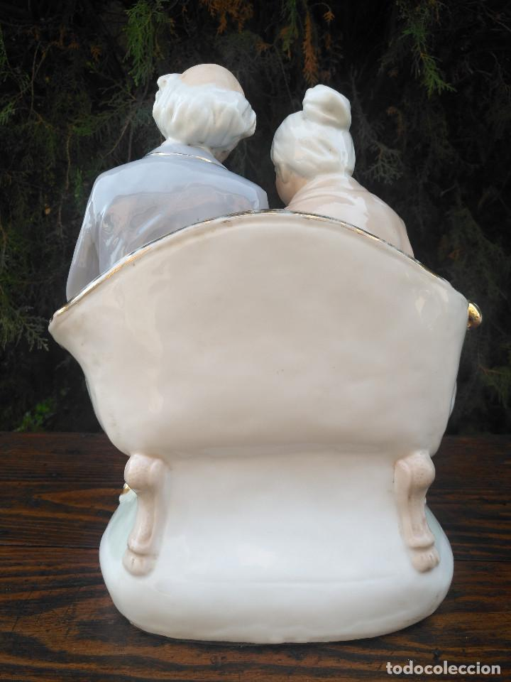Antigüedades: Figura de porcelana Viejo París. Pareja de abuelos. - Foto 4 - 244833085