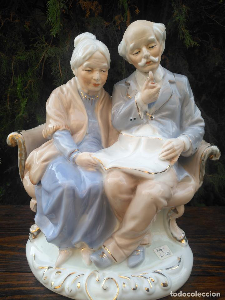 Antigüedades: Figura de porcelana Viejo París. Pareja de abuelos. - Foto 6 - 244833085