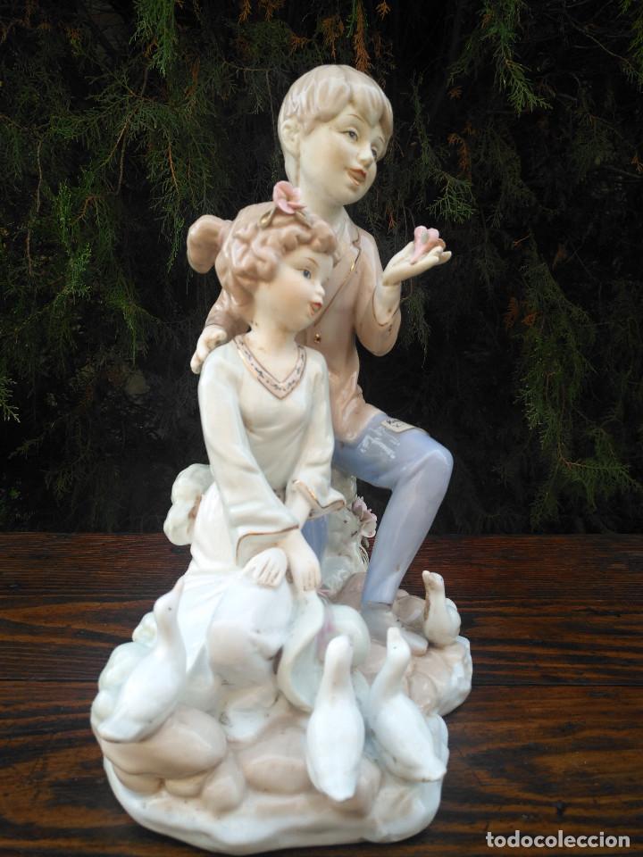 Antigüedades: Figura de porcelana Viejo París. Pareja de niños. - Foto 3 - 244835950