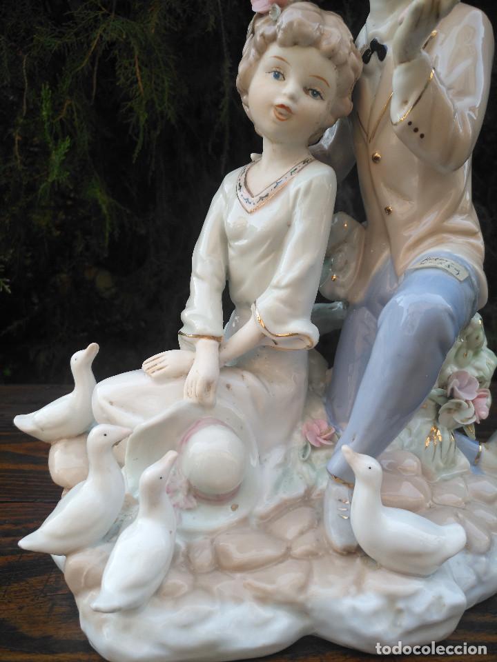 Antigüedades: Figura de porcelana Viejo París. Pareja de niños. - Foto 6 - 244835950