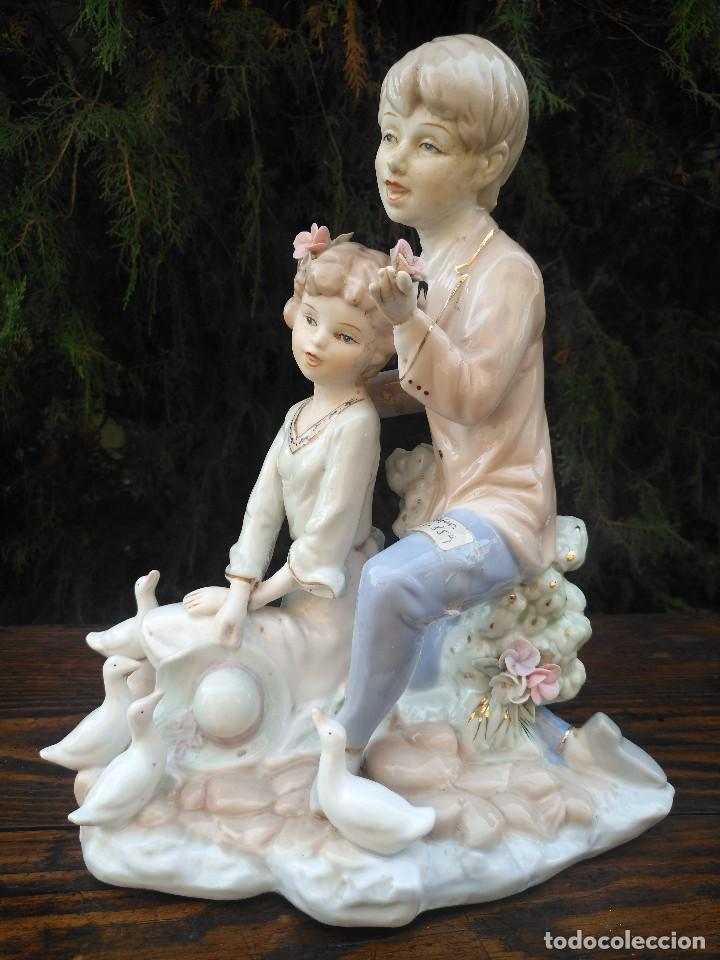 Antigüedades: Figura de porcelana Viejo París. Pareja de niños. - Foto 7 - 244835950