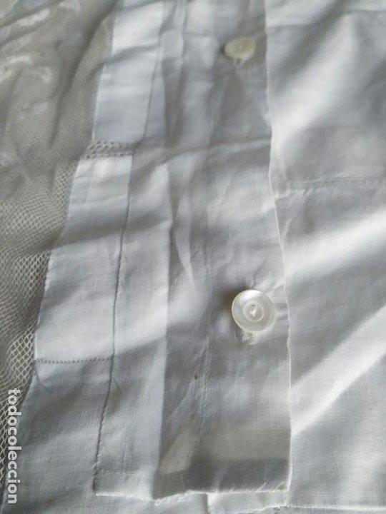 Antigüedades: Antigua funda de almohada cojín de hilo fino con bordados, filtiré y puntilla. Medidas: 84 x 77 cm. - Foto 10 - 244841345