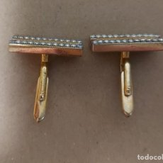 Antigüedades: JUEGO GEMELOS DORADOS CON PIEDRAS BRILLANTES INCRUSTADAS. Lote 244881645