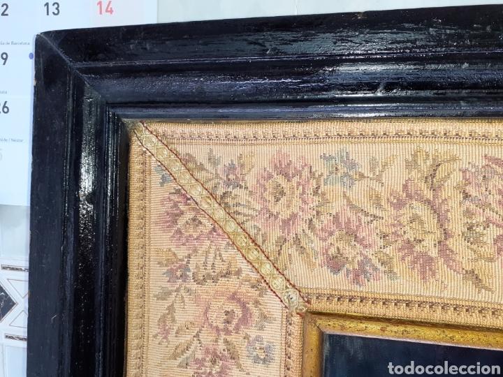 Antigüedades: Gran Espejo con marco de madera y tapiz.. 101 x 79 cm - Foto 4 - 244887695