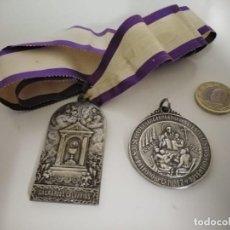 Antigüedades: 2 MEDALLAS RELIGIOSAS GRAN TAÑAMO METAL PLATEADO MUY ANTIGUAS. Lote 244894015