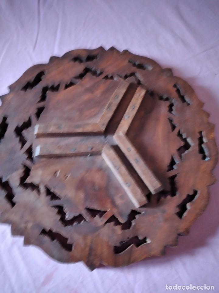 Antigüedades: Precioso tablero de mesa indu de madera maciza y noble tallada con decoraciones de nacar - Foto 5 - 244911730