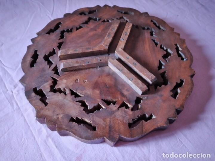 Antigüedades: Precioso tablero de mesa indu de madera maciza y noble tallada con decoraciones de nacar - Foto 6 - 244911730